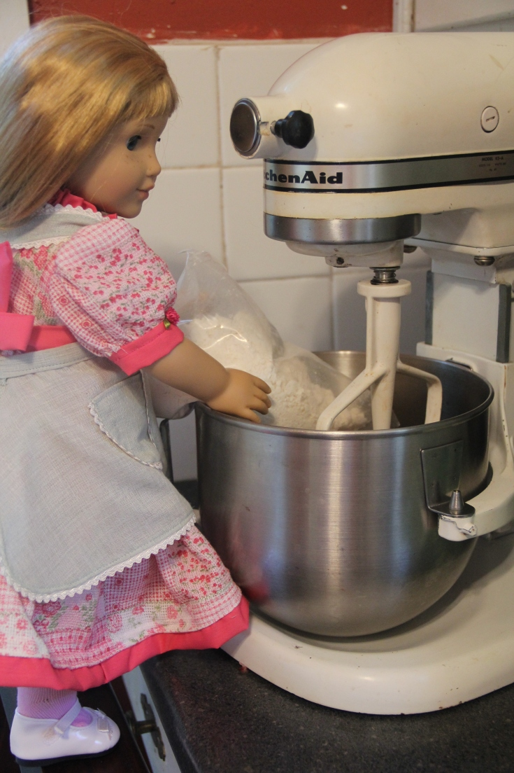 """Nellie bake a cake on the """"Stitching with Ellie"""" blog"""