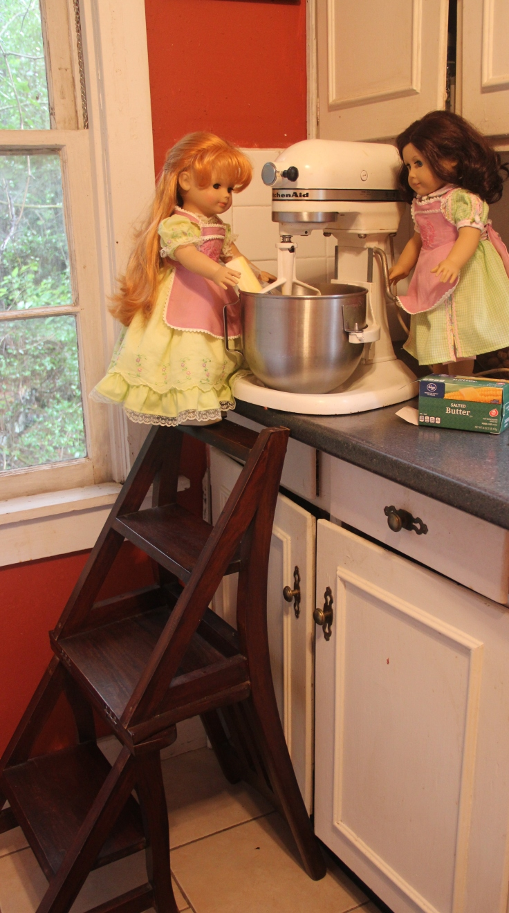 """The dolls bake a cake! 18"""" doll adventure on Stitching with Elli"""