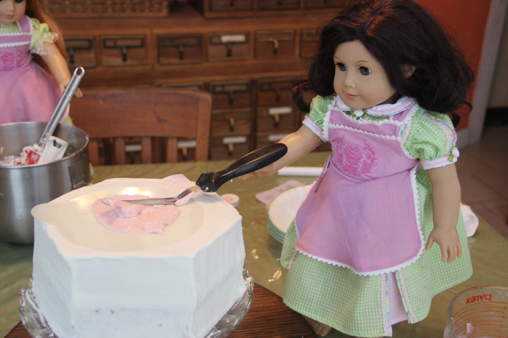 """The dolls decorate a cake! 18"""" doll adventure on Stitching with Elli"""