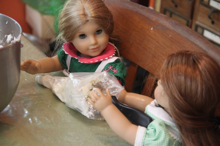 "Eizabeth and Felicity (American girl) fill an icing bag - The dolls decorate a cake! 18"" doll adventure on Stitching with Elli"