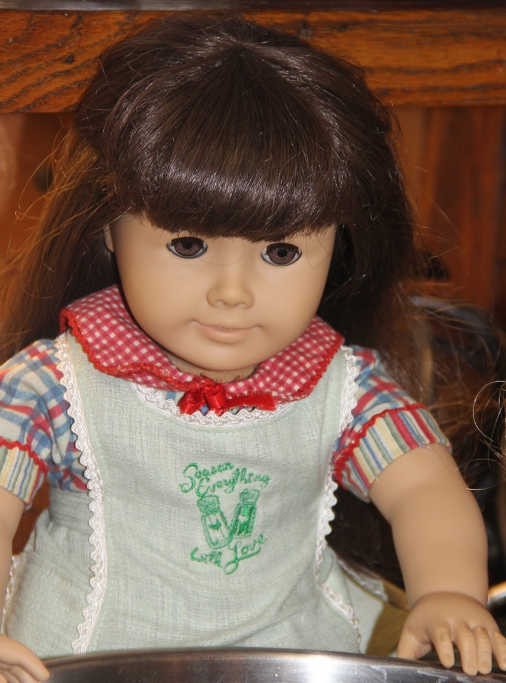"Samantha's apron-The doll's applesauce making adventure. 18"" american girl doll adventures by stitching with Elli"