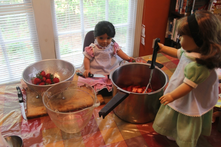 "Josefina and Susan (american girls) make strawberry jam!- a 18"" doll adventure by stitching with Elli"