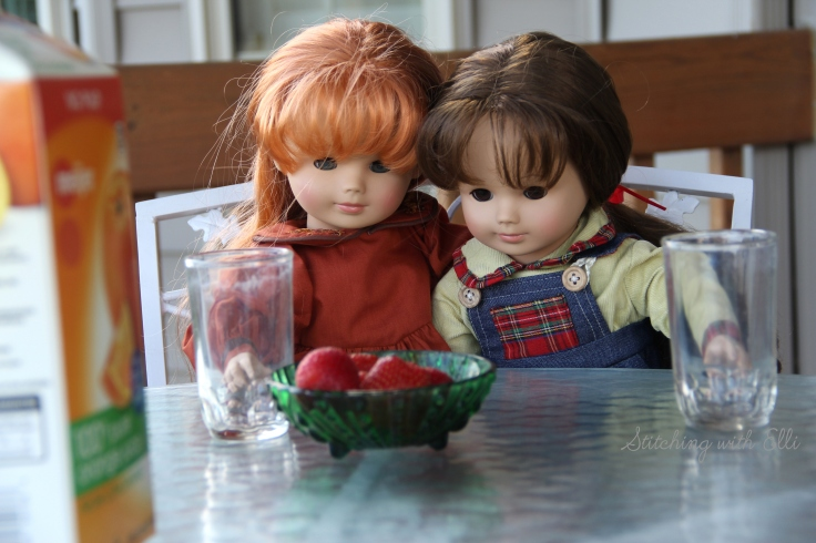 """Yummy strawberries for breakfast!!- a 18"""" doll adventure by stitching with Elli"""