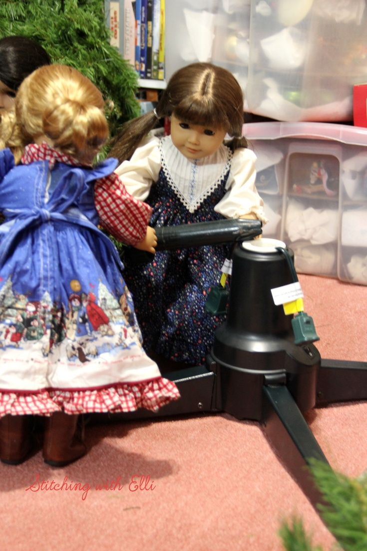 The American girls decorate a Christmas Tree- a Doll Christmas story by Stitching with Elli