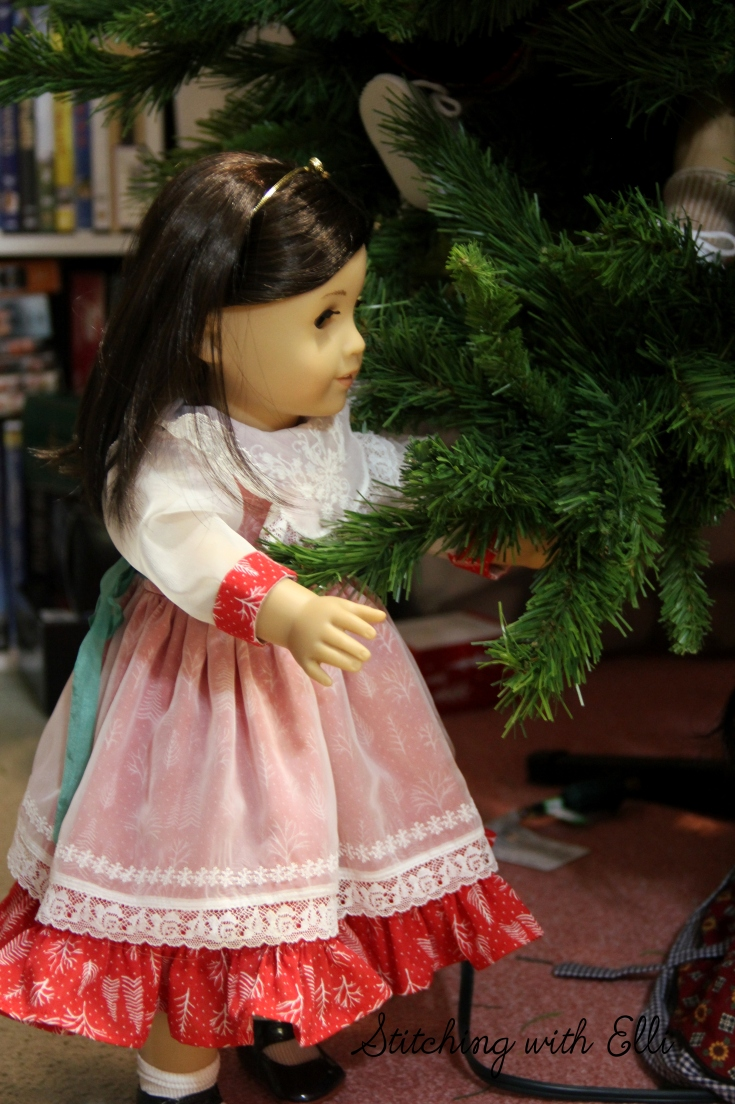 Rose Helps Decorate the Christmas tree- an American Girl doll photostory
