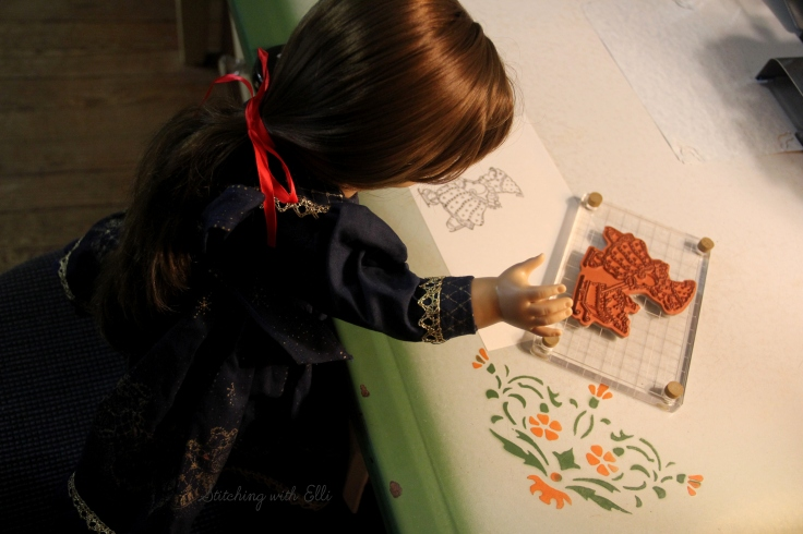The dolls make Christmas card!- A doll story by Stitching with Elli