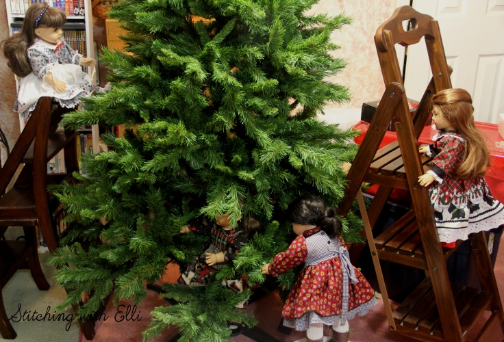 The dolls are helping set up the tree! - an American girl doll photostory by stitching with Elli
