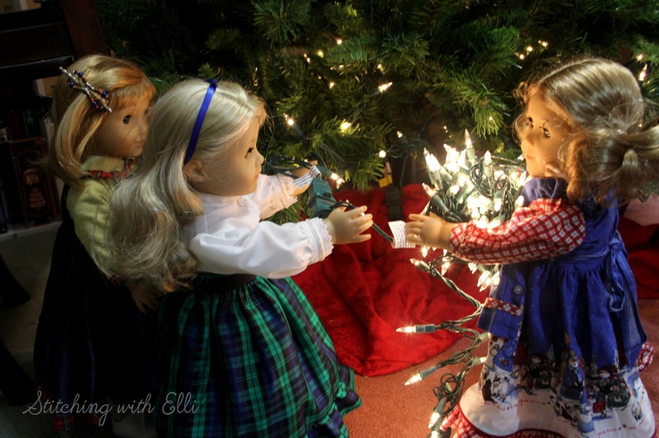 The dolls decorate a Christmas tree- An American Girl doll photostory by Stitching with Elli