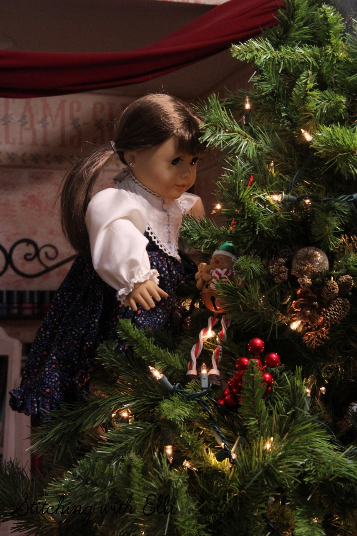 Time to hang ornaments! American Girl dolls are putting up the tree- A Christmas story by Stitching with Elli