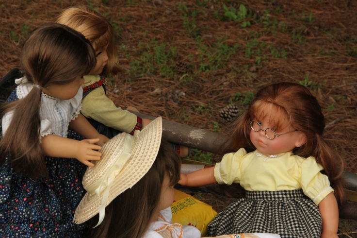 "The dolls are ready to work in the garden!- a 18"" doll story by stitching with Elli"